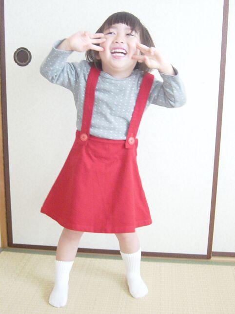 赤い吊りスカート